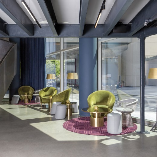 The Gallery features industrial interiors with exposed full daylight allowing for an ideal private meeting space